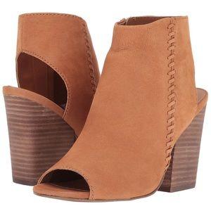Steve Madden Mingle 1 Dress Sandal. Tan nubuck. 10